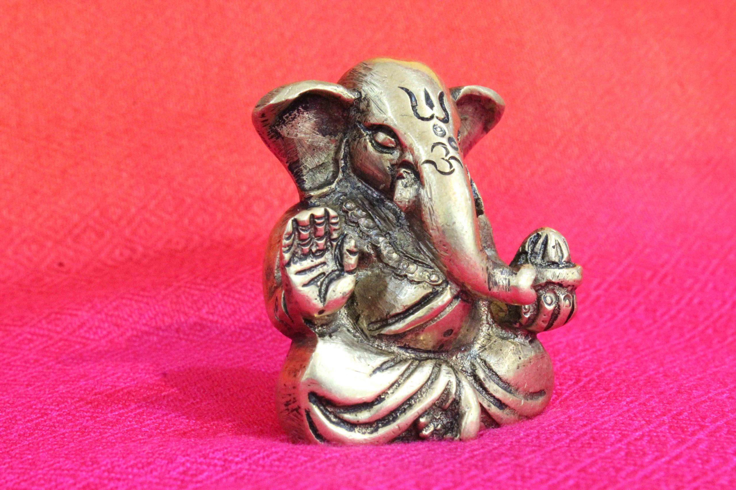 Small Ganesh Idol Online Shopping