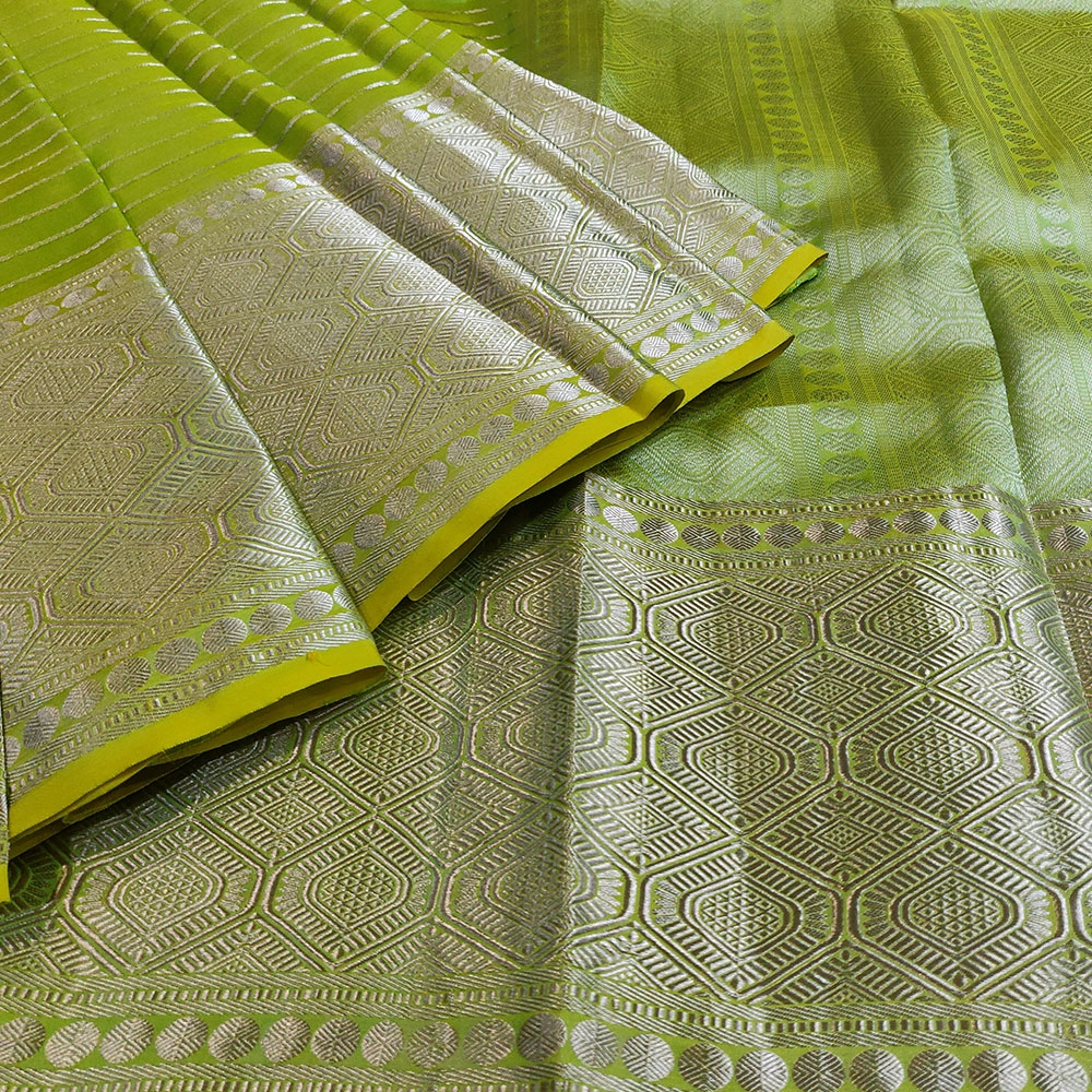 Parrot Green Kanchipuram Silk Saree with Geometric Pattern-9174